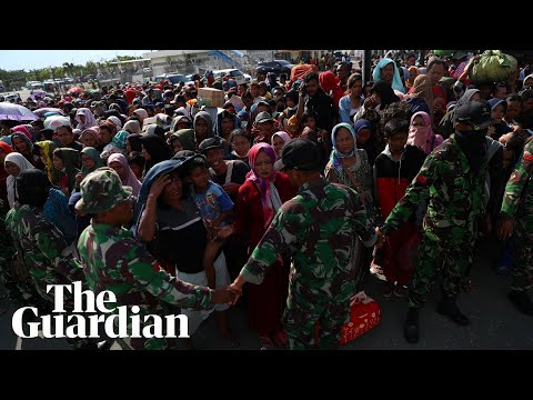 Thousands flock to Palu airport after Indonesian earthquake and tsunami