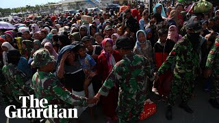 Video Thousands flock to Palu airport after Indonesian earthquake and tsunami download MP3, 3GP, MP4, WEBM, AVI, FLV November 2018