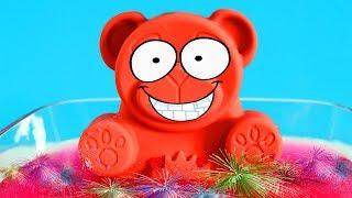 Lucky Bär bekommt ein Glibbi Knister Bad