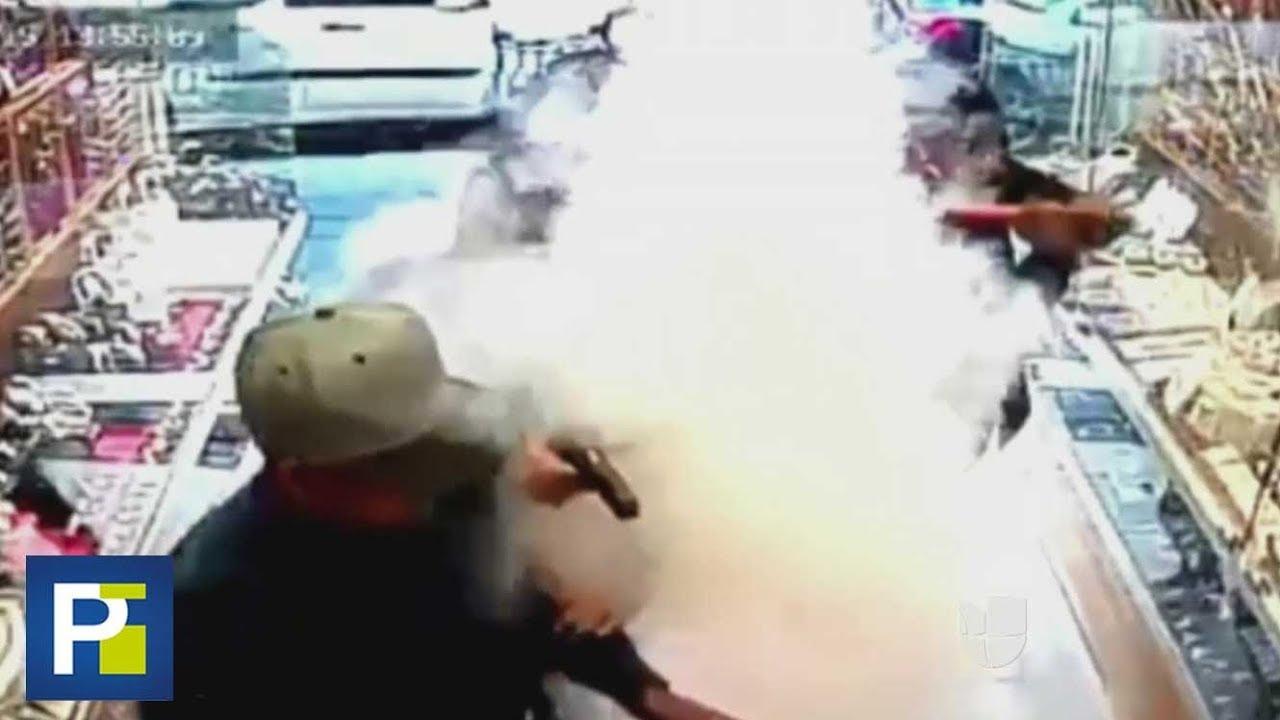 1ca2e06d3ae0 Una densa columna de humo frustró el robo de unos ladrones en una joyería  de México