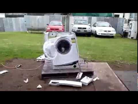 Что будет, если бросить в стиральную машину кирпич