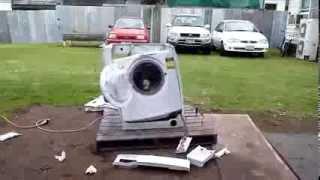 Что будет, если бросить в стиральную машину кирпич(http://games888.ru/ - онлайн игры бесплатно онлайн! Что будет, если бросить в стиральную машину кирпич. Никогда не..., 2013-11-08T11:16:22.000Z)