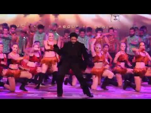 Arshad Warsi Rocking Live Dance Performance On Promoting Aankhen2