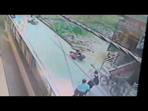 Delhi girl stabbed 24 times with a knife & killed, Murder Video!