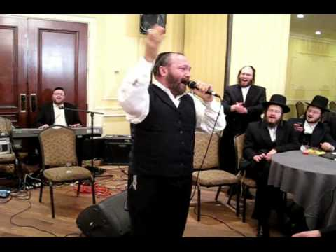 Yehuda Green Singing at the Herbst sheva brochos