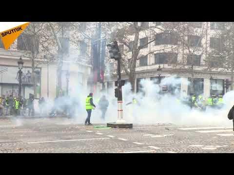 «La France en colère»: les tensions sur les Champs-Élysées prennent de l'ampleur