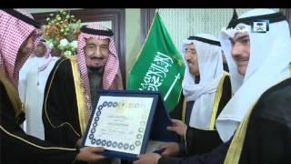 أمير الكويت يُقلد خادم الحرمين الشريفين قلادة مبارك الكبير