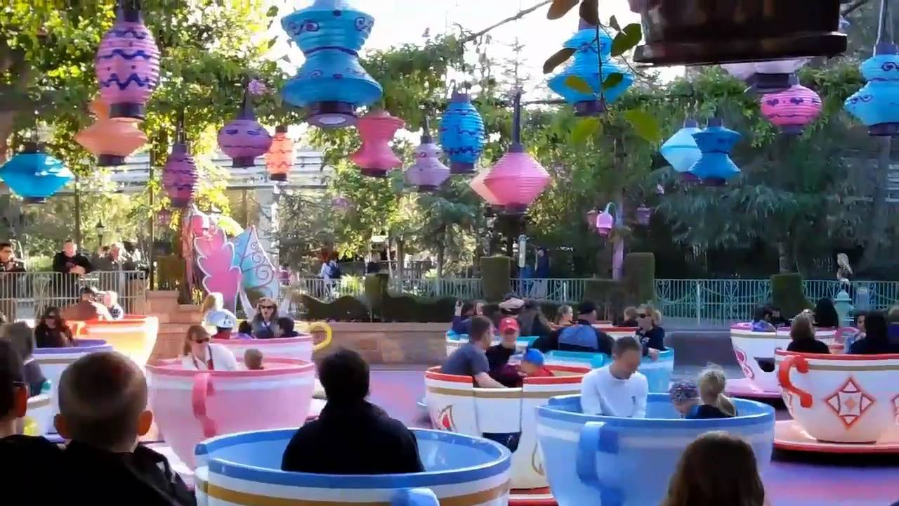 Mad Tea Party Disneyland Alice in Wonderland's ...