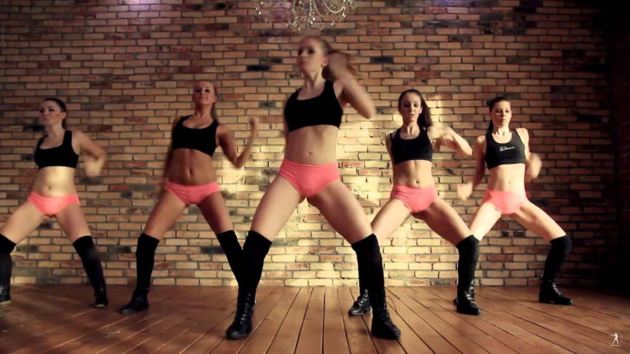 Russian ballerinas know how to twerk