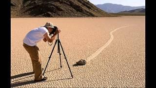 (TMI/ВСИ) ПЕРЕМЕЩЕНИЕ КАМНЕЙ В КАЛИФОРНИИ((TMI/ВСИ) ПЕРЕМЕЩЕНИЕ КАМНЕЙ В КАЛИФОРНИИ Ползущие или движущиеся камни – геологический феномен, обнаружен..., 2015-08-17T17:44:00.000Z)