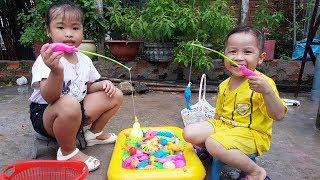 Trò Chơi Câu Cá Trong Phao Cho Bé ❤ ChiChi ToysReview TV ❤ Đồ Chơi Thiếu Nhi Baby Doli