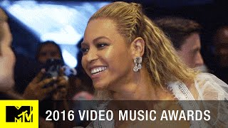 Beyoncé Photobombs Chance the Rapper Backstage | 2016 Video Music Awards | MTV
