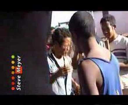 Aza manambady mamolava - Ndriana Ramamonjy