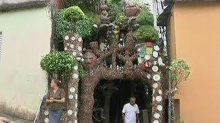 Brazillian slum artist decorates home in the style of Gaudi