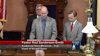 Sen. Green welcomes Pastor Sanderson-Smith to deliver invocation to Senate