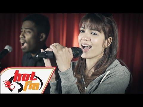 AMYRA ROSLI, WARIS, JUZZTHIN - Ada Saja (LIVE) - Akustik Hot - #HotTV