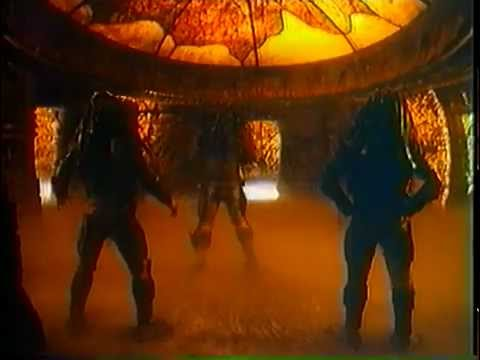 Predators And Danny Glover Dancing On The Set (Predator 2)