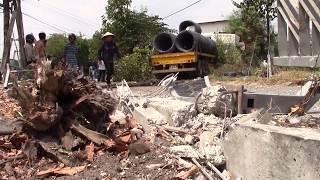 Tin nhanh 24h- Bình Dương, Xe container chở hàng chục tấn sát mất lái tông sập quán bún
