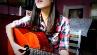 Clip cô gái chơi guitar hát cực hay hút cả trăm ngàn lượt xem