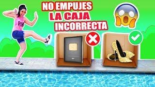 NO EMPUJES LA CAJA INCORRECTA A LA PISCINA! MI BOTÓN DE ORO DE YOUTUBE NOOO! - RETO - SandraCiresArt