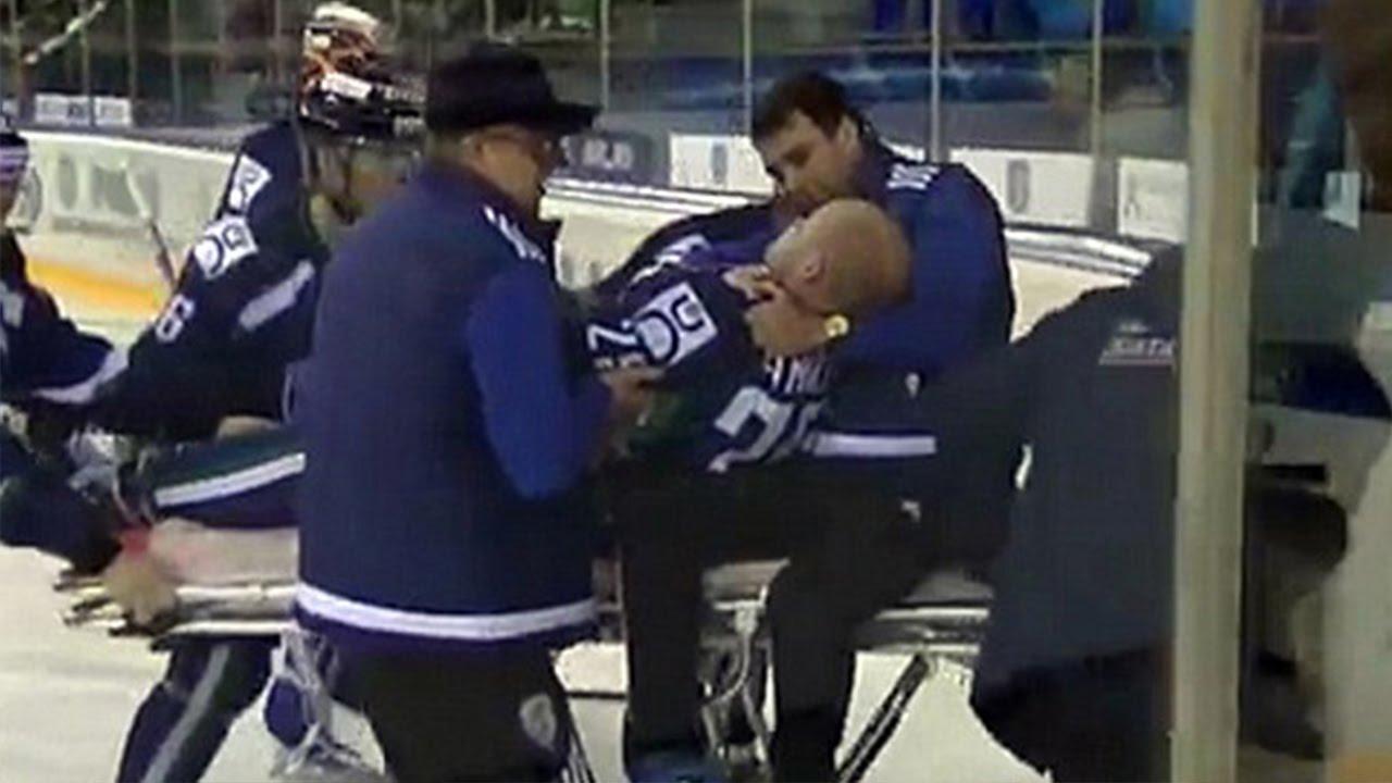 Hockey e Throat 23