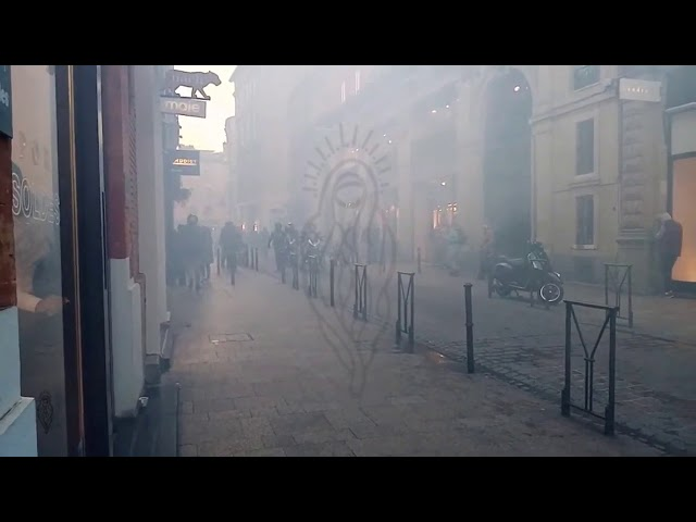 Gassing of terrace, kids, la BAC gas la BAC, GiletsJaunes YellowVests Toulouse, 11/01/20, live3 cut9