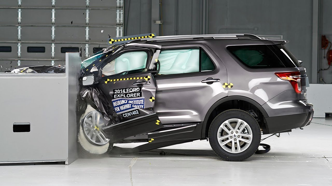 2014 Ford Explorer driver-side small overlap IIHS crash ...