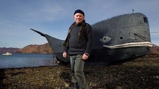 은퇴한 73살의 영국노인은 혼자서 20m짜리 반잠수함을 만들게 되는데...