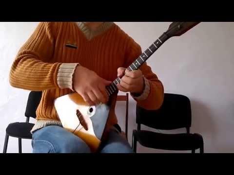 плоским блюдом, на чем проще научиться играть гитара или балалайка свободу
