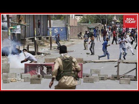 CRPF Jawans Face Brunt Attack By Violent Mob In Kashmir