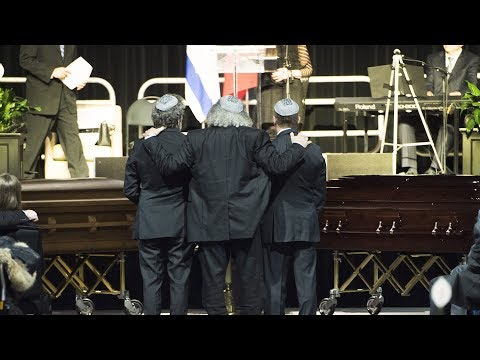 Thousands attend memorial for Barry and Honey Sherman
