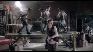 Justin Bieber - Santa Claus Is Coming To Town (Arthur Christmas Version) (reverse/backwards!)