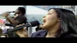 "CeCe Winans--""Comforter""--(Live)"