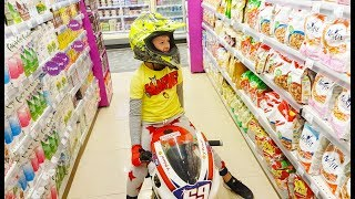 ALİ MOTORUYLA MARKETE GİRDİ Kid Ride on Power wheels Pocket SportBike children's bike in supermarket