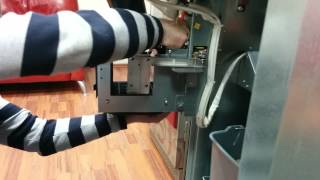 Регулировка лотка выдачи стаканов кофе аппарата под бумажные стаканчики(, 2015-08-05T15:09:44.000Z)