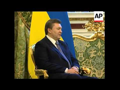 Yanukovych visits Russia, meets Medvedev