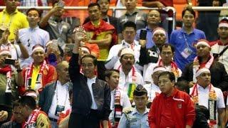 "Ini Harga Jaket ""Nylon Zara"" Pak Jokowi Ketika Nonton Indonesia Vs Vietnam 2016"