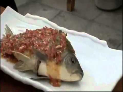 Eating Live Fish - Yum.flv
