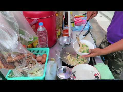 50 Baht FRIED RICE WITH SEAFOOD - Street Food in Thailand Pattaya