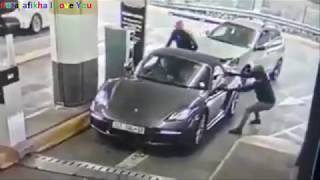 WATCH: Failed car hijack attempt in Hyde Park, South Africa thumbnail