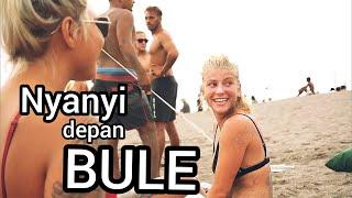 Nyanyi Depan Bule. Hibur mereka di pantai Canggu #TeamBurton