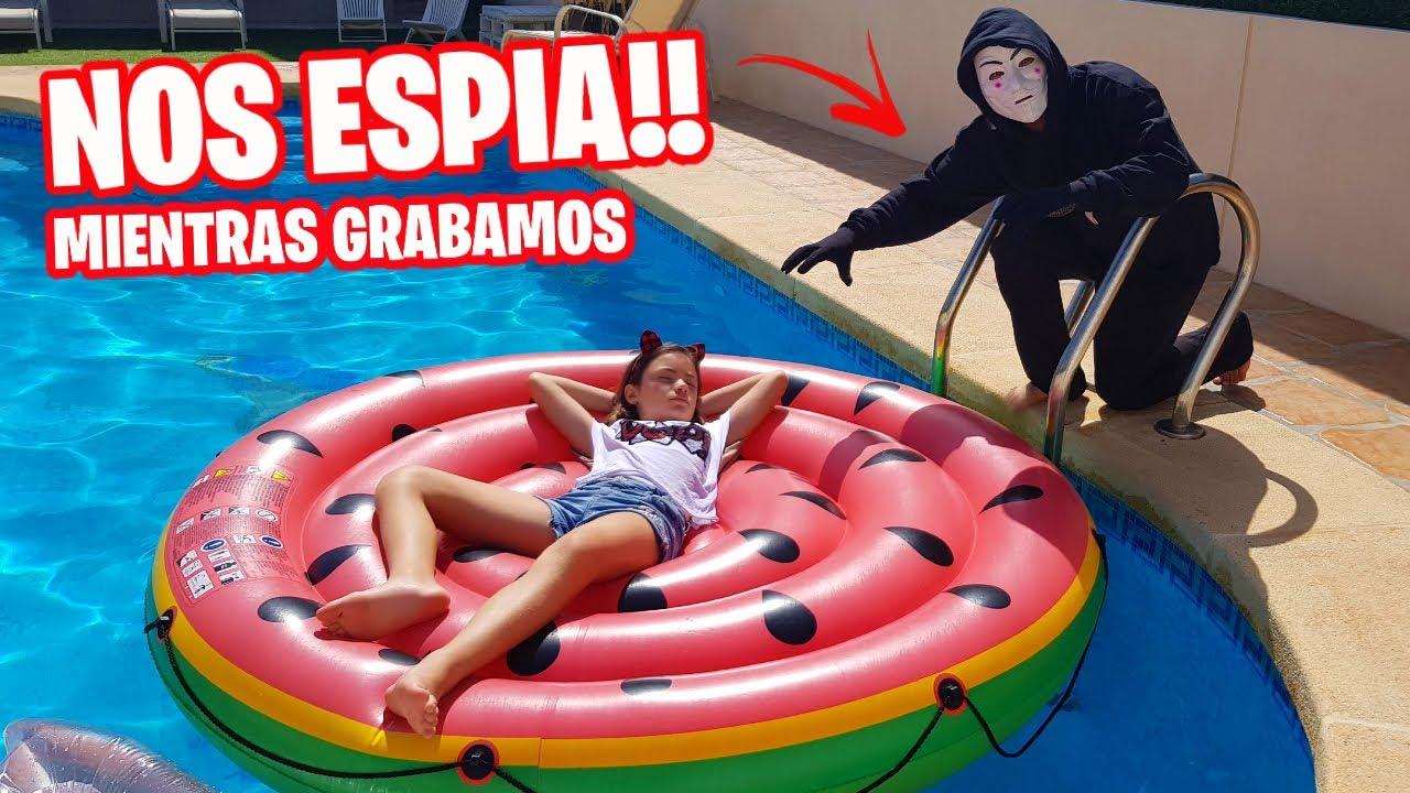 ¡¡EL HACKER NOS ESPIA!!  😱 MIENTRAS GRABAMOS un RETO en la PISCINA *Verano Family fun vlogs
