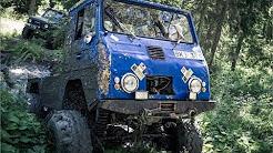 Le camion Viagra domine la forêt suédoise. Fabriqué sur mesure bleu Volvo Laplander