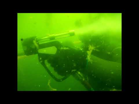 Cleaning Ropes Underwater with CaviBlaster 1228-G