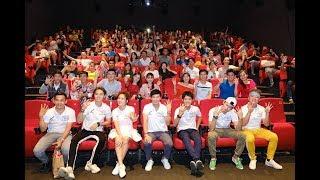 Đoàn Phim Lật Mặt: Nhà Có Khách tặng quà khán giả xem phim ngày 13/04/2019