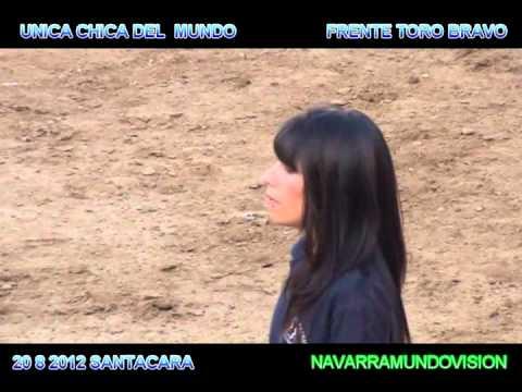 20 8 2012 UNICA CHICA EN EL MUNDO KIRA  FRENTE A TORO BRAVO EN PLAZA DE SANTACARA.wmv