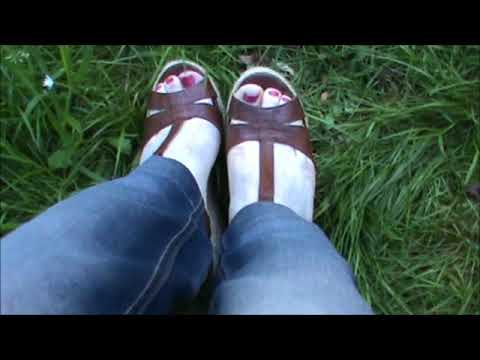 close-up-my-feet-in-platform-wedge-vanessa's-secrets