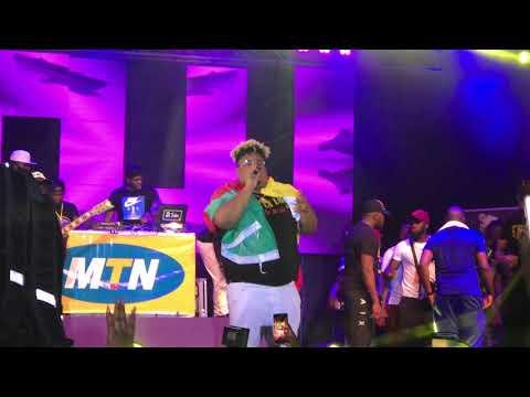Concert Naza Au Cameroun: Mannequin de Fally ipupa