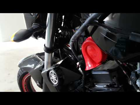 Hella™ Red Twin Tone™ on Yamaha FZ16 with New Racing Blue™ Firewire™ Cable