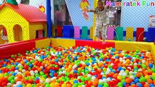 Berenang Mandi Bola Anak Naik Odong odong Mobil Mainan - Swimming in Balls Pit Show & Mini Merry